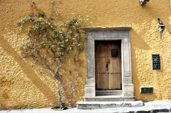 San Miguel de Allende Mexico - yellow wall door Charlie on Travel